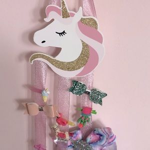 Unicorn hair clips holder. Clips are included.